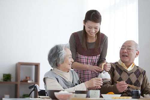 Tìm hiểu về dịch vụ chăm sóc bà cụ tại nhà?