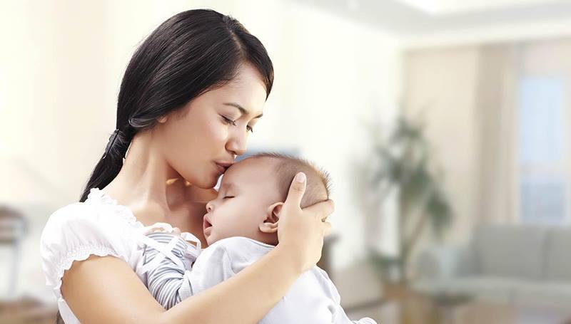 Những điều quan trọng các bậc phụ huynh nên lưu ý khi tìm người giữ trẻ 4 tháng tuổi