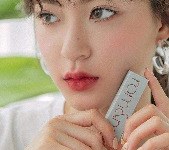 Review son thỏi Romand New Zero Matte Lipstick: bảng màu, chất son, độ bền màu